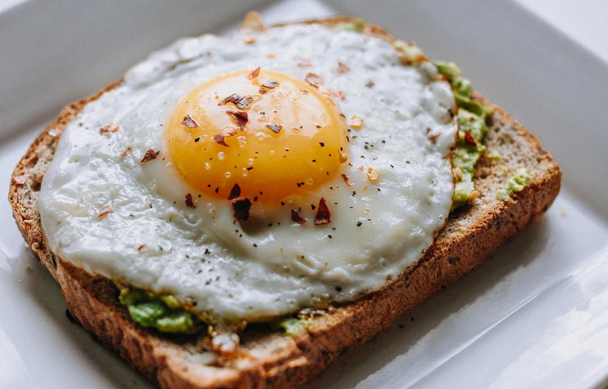 3 desayunos saludables con pan: Huevo Poché